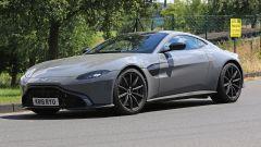 Aston Martin Vantage S: 550 CV dal fascino british - Immagine: 13