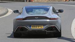 Aston Martin Vantage S: 550 CV dal fascino british - Immagine: 17
