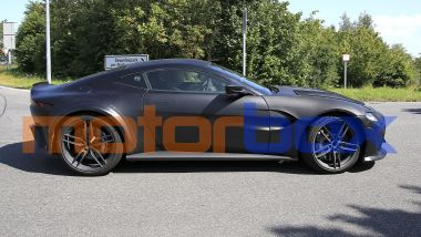 Aston Martin Vantage V12 RS: visuale laterale