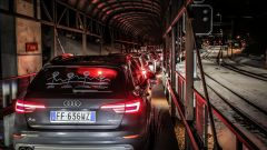 Audi 20quattro ore delle Alpi: sul treno che da Briga passa sotto al monte Leone c'è tempo per farsi un caffé con la macchinetta