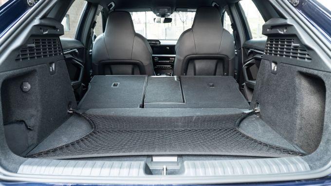 Audi A3 Sportback 30 g-tron: il bagagliaio con i sedili abbattuti