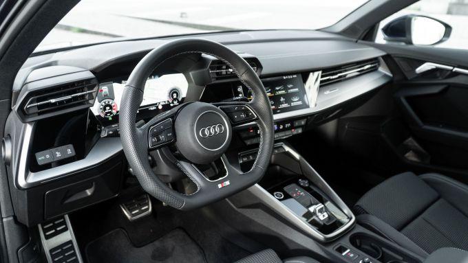 Audi A3 Sportback 30 g-tron: il posto di guida