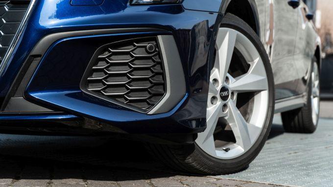 Audi A3 Sportback 30 g-tron: la finta (ma sportiva) presa d'aria anteriore