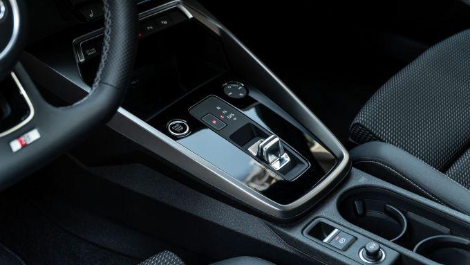 Audi A3 Sportback 30 g-tron: la piccola leva del cambio automatico S tronic