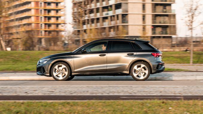 Audi A3 Sportback 40 TFSIe S Line Edition: la compatta ibrida durante la prova su strada