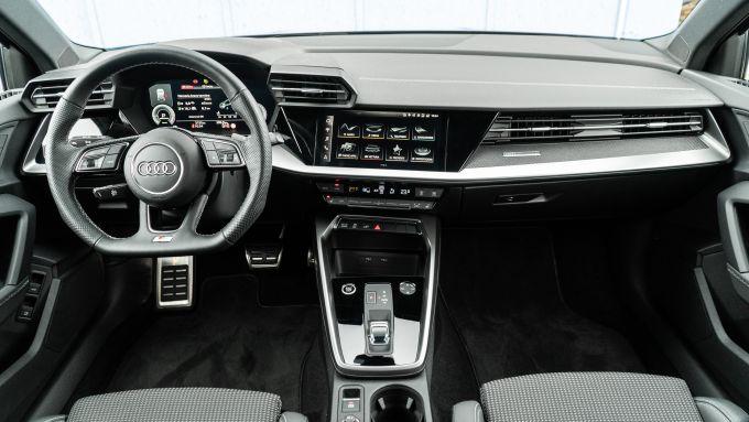 Audi A3 Sportback 40 TFSIe S Line Edition: l'abitacolo rifinito con grande cura