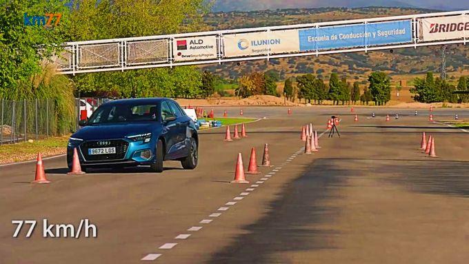 Audi A3 Sportback A35 TDI 2020, test dell'alce a 77 km/h - Foto Km77 YouTube