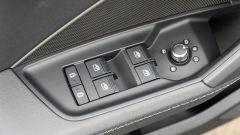Audi A3 vs Mercedes Classe A plug-in hybrid: alzacristalli e regolazione specchi sulla portiera della A3