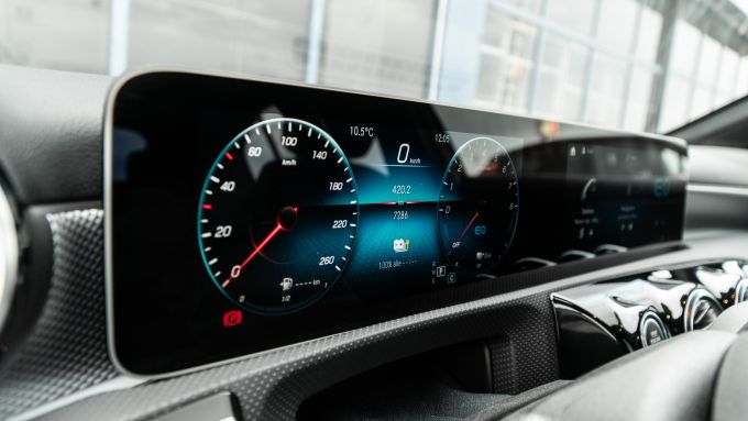 Audi A3 vs Mercedes Classe A plug-in hybrid: il doppio display da 10,25'' chiuso in un'unica cornice