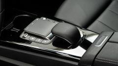 Audi A3 vs Mercedes Classe A plug-in hybrid: il touchpad per gestire l'infotainment sul tunnel centrale della Mercedes