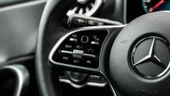 Audi A3 vs Mercedes Classe A plug-in hybrid: il volante multifunzione della Mercedes ha i tasti molto sensibili