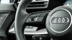 Audi A3 vs Mercedes Classe A plug-in hybrid: il volante multifunzione dell'Audi visto da vicino