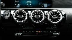 Audi A3 vs Mercedes Classe A plug-in hybrid: le bocchette di ventilazione retroilluminate della Classe A