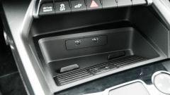 Audi A3 vs Mercedes Classe A plug-in hybrid: le prese USB C e la piastra per la ricarica wireless dello smartphone sulla A3