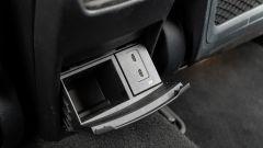 Audi A3 vs Mercedes Classe A plug-in hybrid: le prese USB C per i passeggeri posteriori della Mercedes