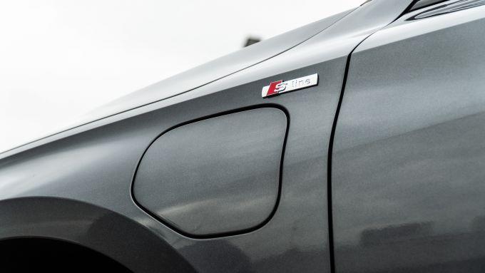 Audi A3 vs Mercedes Classe A plug-in hybrid: lo sportellino anteriore della presa di carica sulla A3