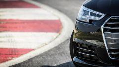 Audi A4 2.0 TDI: dettaglio del faro anteriore