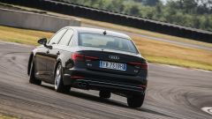 Audi A4 2.0 TDI in pista: vista posteriore