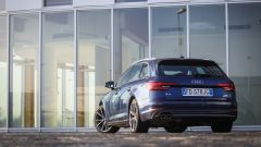 Audi A4 Avant quattro: vista 3/4 posteriore