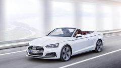 Audi A5 Cabrio: cambia il disegno dei fari, ora più stretti