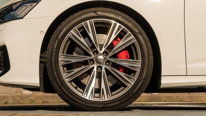 Audi A6 Avant 55 TFSI e quattro, cerchi da 20 pollici (opzionali)