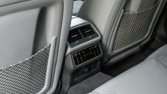 Audi A6 Avant 55 tfsi e quattro: i comandi per gestire il climatizzatore posteriore