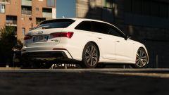 Audi A6 Avant 55 tfsi e quattro: montante C molto inclinato