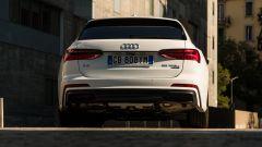 Audi A6 Avant 55 tfsi e quattro: una vista da vicino del lato B