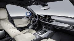 Audi A6 my 2017, gli interni in pelle bianca
