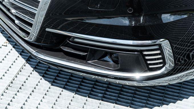 Audi A8 60 TFSI e plug-in: cromature e luci a LED nel paraurti anteriore
