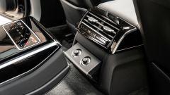 Audi A8 60 TFSI e plug-in: i comandi del clima e dei sedili per i passeggeri posteriori
