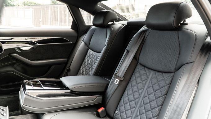 Audi A8 60 TFSI e plug-in: i sedili posteriori