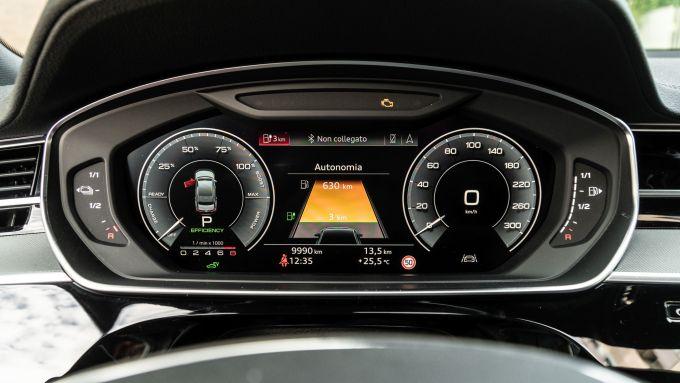 Audi A8 60 TFSI e plug-in: il cruscotto digitale da 12,3