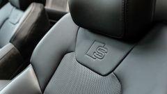 Audi A8 60 TFSI e plug-in: il logo S line ribattuto sui sedili di pelle