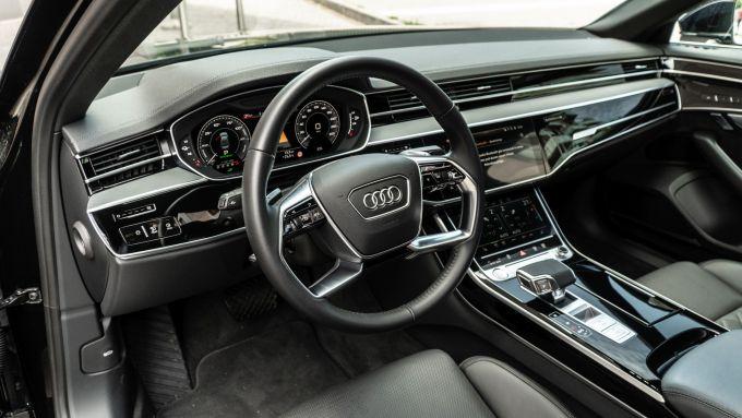 Audi A8 60 TFSI e plug-in: il posto di guida