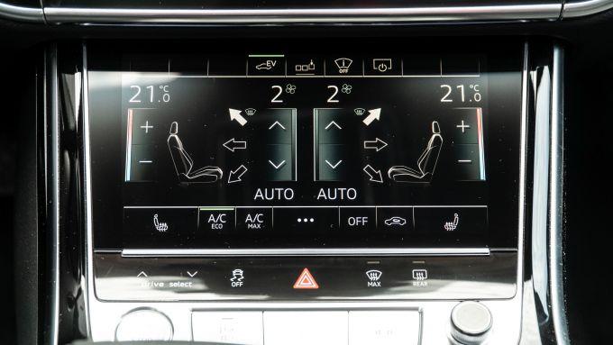 Audi A8 60 TFSI e plug-in: il secondo schermo dedicato al climatizzatore