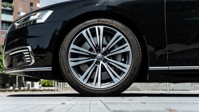 Audi A8 60 TFSI e plug-in: le ruote da 19