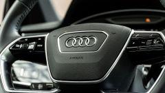 Audi A8 60 TFSI e plug-in: particolare del volante multifunzione