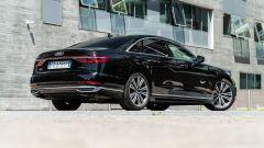 Audi A8 60 TFSI e plug-in: visuale di 3/4 posteriore