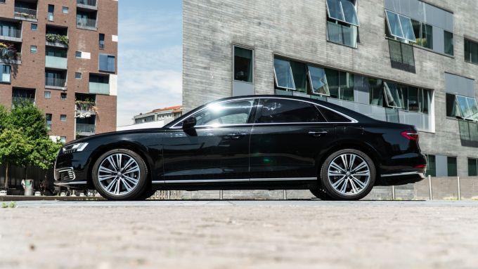 Audi A8 60 TFSI e plug-in: visuale laterale