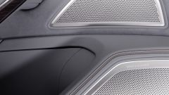 Audi A8: le griglie di protezione in alluminio degli altoparlanti Bang & Olufsen Advanced Sound System