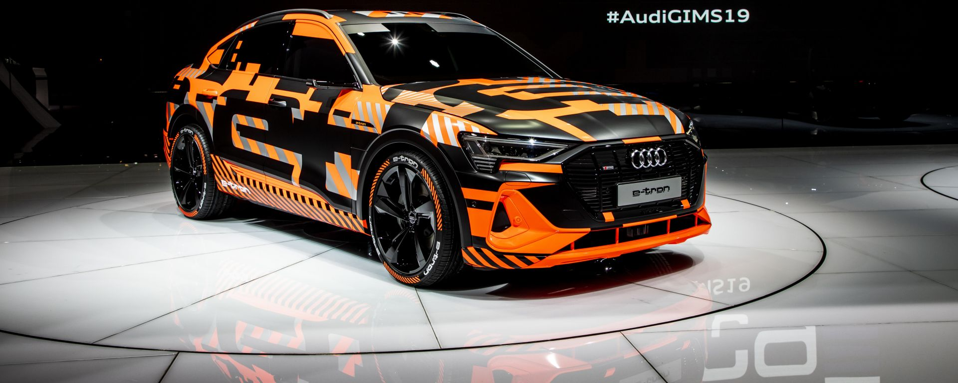 Audi e-tron Crossback: vista 3/4 anteriore