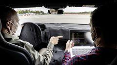 Audi e-tron GT: i due ingegneri nei test su strada