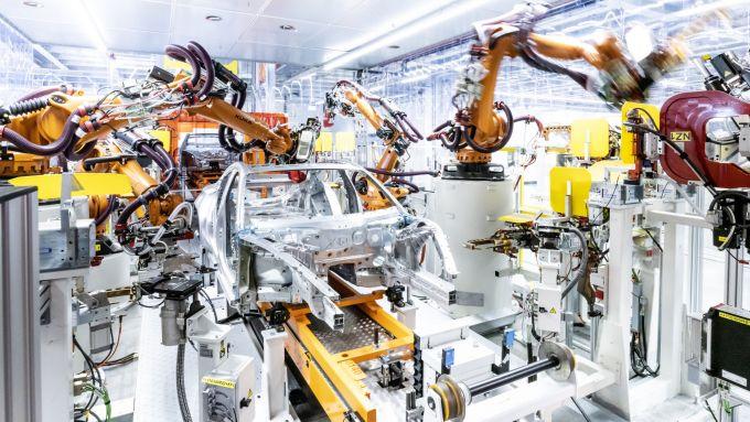 Audi e-tron GT: la produzione insieme a R8