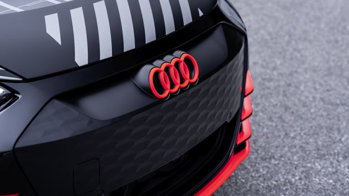 Audi e-tron GT: particolari arancioni per il prototipo