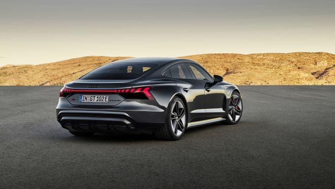 Audi e-tron GT quattro: visuale di 3/4 posteriore