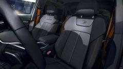 Audi e-tron S Line Black Edition 2021: cuciture e cinture di sicurezza arancioni