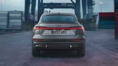 Audi e-tron S Line Black Edition 2021: il lato B del SUV elettrico