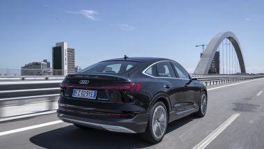 Audi e-tron Sportback: 2 motori elettrici asincroni e fino a 408 CV di potenza