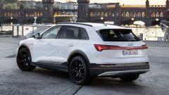 Audi e-tron, debutto il 17 settembre. Eccola in anteprima  - Immagine: 3